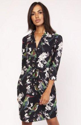 Sukienka z delikatną stójką w ptaki SUK153
