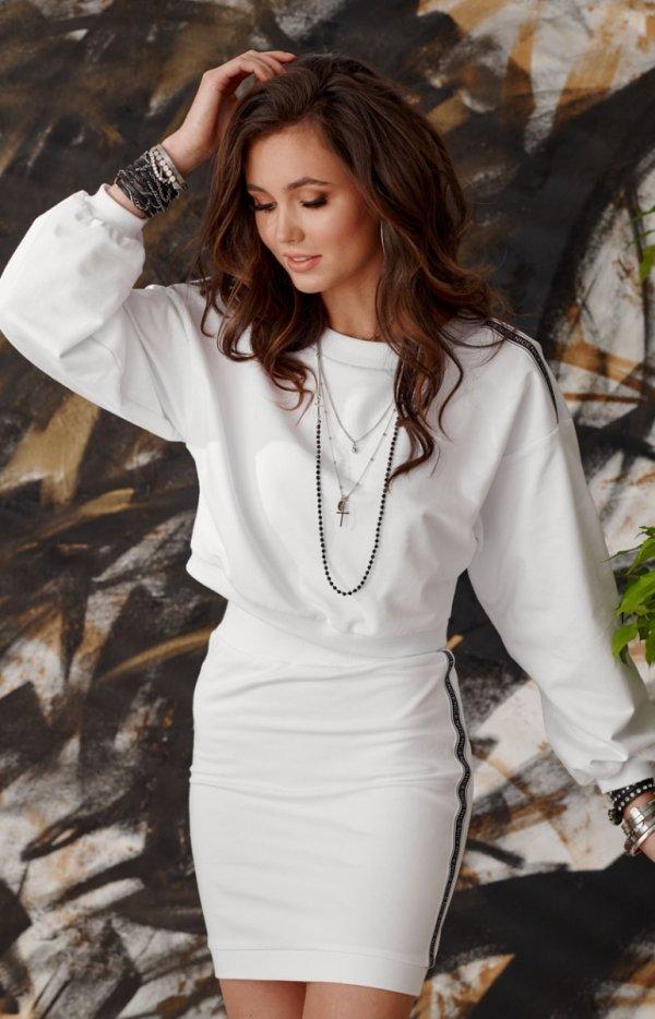 Sportowy komplet bluza i spódnica biała 0004 tył