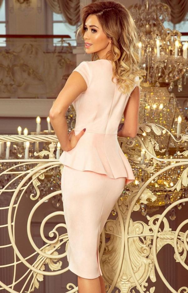 Ołówkowa sukiena z baskinką Numoco 192-8 pastelowy róż tył