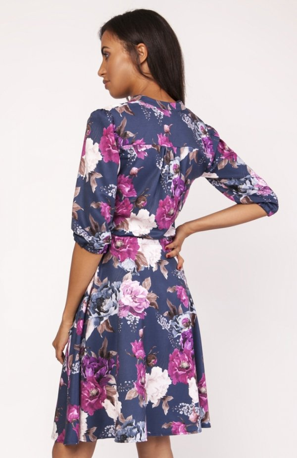 Sukienka o rozkloszowanym dole w kwiaty SUK155 tył
