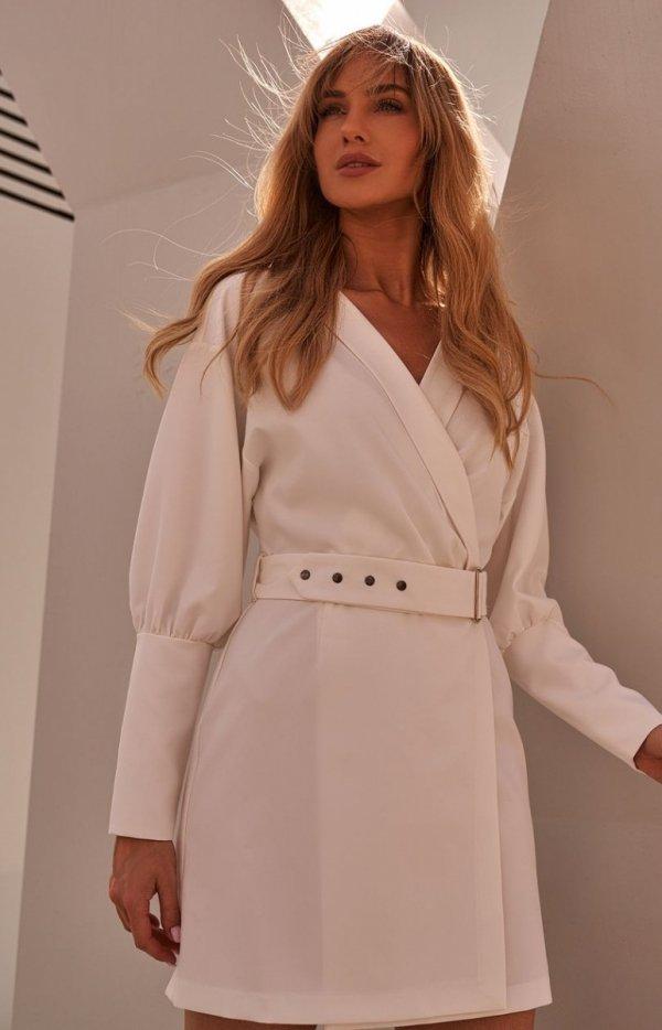 Stylowa sukienka z paskiem ecru M501