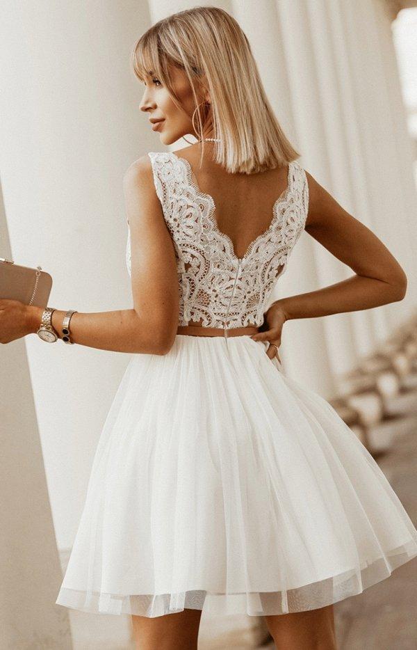 Rozkloszowana sukienka z koronką ecru-beż Bicotone 2206-21 tył