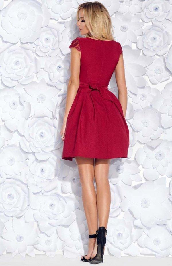 Bicotone 2139-10 sukienka rozkloszowana bordowa tył