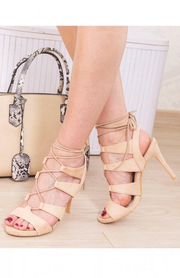 Beżowe sznurowane sandały