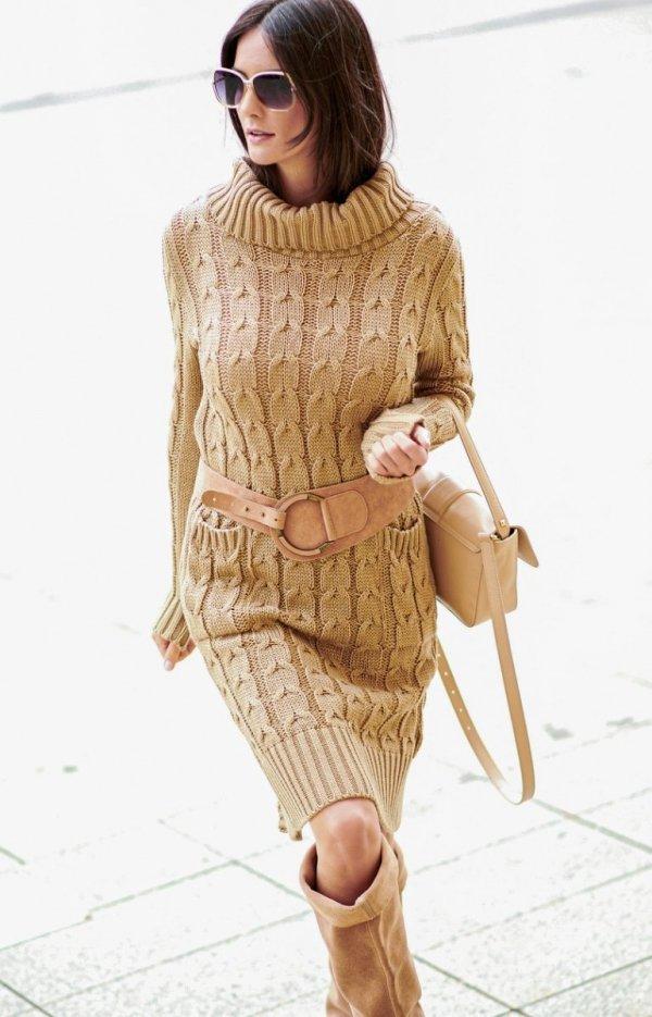 Sweterkowa sukienka z golfem karmelowa S68