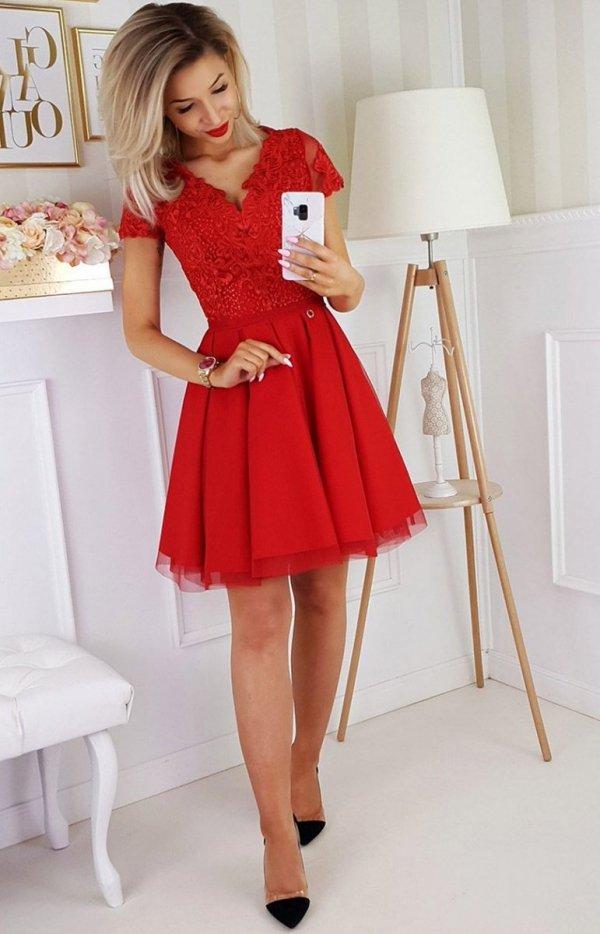 Czerwona koronkowa sukienka z tiulem 2180 cała