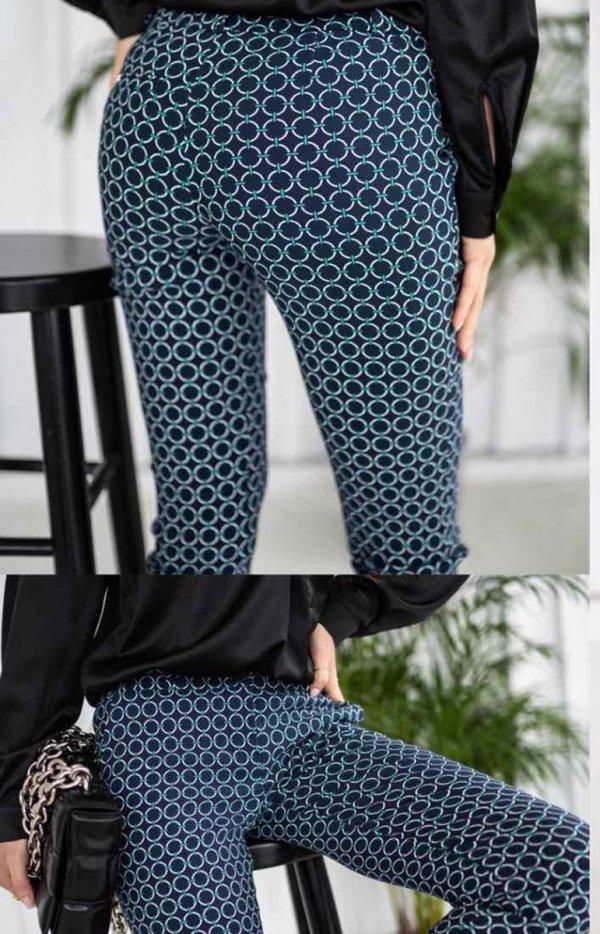 Dopasowane spodnie wzor Lola Fashion tył