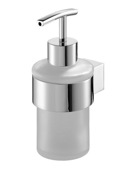 Szklany dozownik mydła w płynie Bisk Futura Silver 02981 w chromowanym uchwycie metalowym