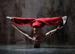 Fototapeta ścienna - Czerwony tancerz - 320x230 cm