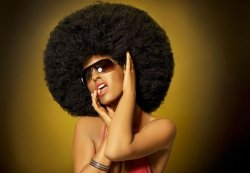 Fototapeta na ściane - Kobieta z mega afro - 366x254 cm