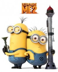Minionki rozrabiają / Despicable Me 2 (Armed Minions) - plakat