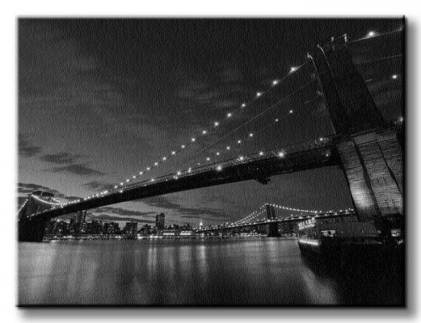 Obraz na płótnie -  Brooklyn Bridge nocą BW - 60x80 cm