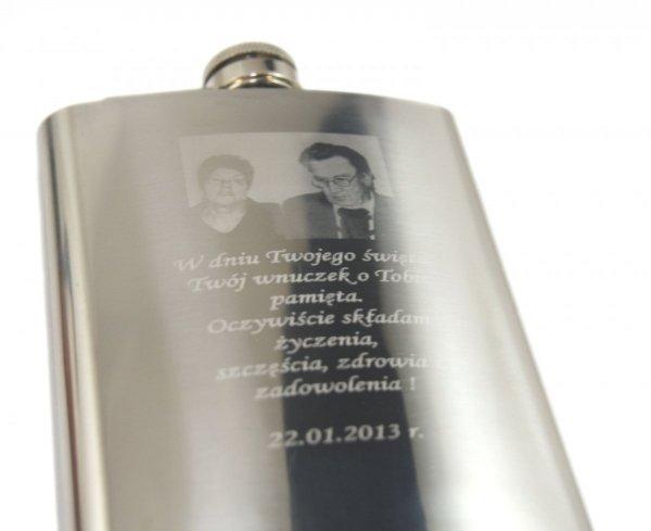 Zestaw Piersiówka Kieliszki Skrzynka GRAWER wz1