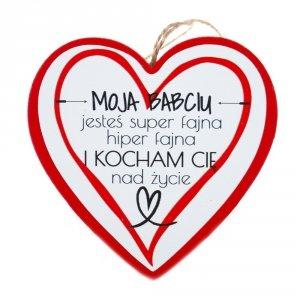 Drewniana tabliczka w kształcie serca z napisem Moja Babciu jesteś super fajna...