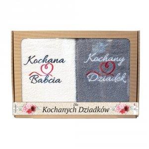 Komplet ręczników Kochana Babcia, Kochany Dziadek kolor ecry -szary w ozdobnym opakowaniu z tektury falistej